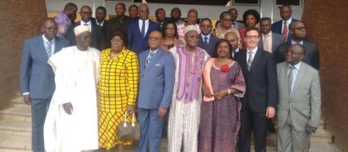 La photo de famille des représentants du gouvernement (c) Odile Pahai
