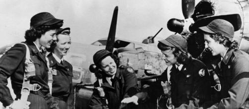 Na foto, aviadoras da segunda guerra mundial, cheias de vigor e coragem, mas que tiveram que enfrentar o preconceito.
