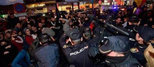 Un acto de Vox en Murcia es escenario de enfrentamientos entre los asistentes