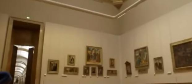 Art at the Louvre. - [Roosev Kelley / YouTube screencap]