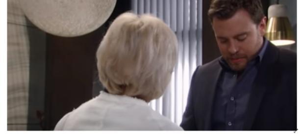 Monica bondswith Oscar while Drew pushes Kim away. (Image Source:JSMS99-YouTube.)