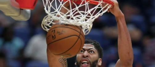 Anthony Davis had another monster performance for his team on Friday (Nov. 16). [Image via NBA/YouTube]