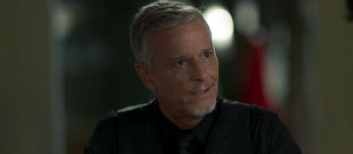 Ao descobrir que Gabriel está vivo, Sampaio decide procurá-lo. (foto reprodução).