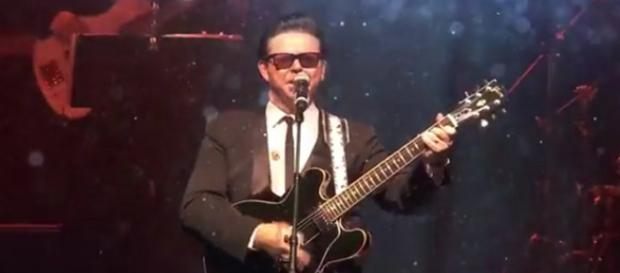 Roy Orbison back on stage in-concert three decades after he died. [Image Source: QPAC - YouTube]