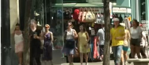 Christmas comes early at London store despite summer heatwave. - [AP Archive / YouTube screencap]