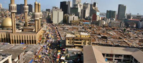Lagos, uma cidade enorme que tem grandes problemas | eNCA - enca.com
