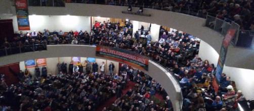 Luigi De Magistris riunisce oltre 800 persone al Teatro Italia (foto esclusiva BN)