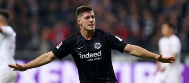 el delantero serbio de 20 años, revelación de la Bundesliga alemana