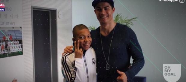 Mbappé e Cristiano Ronaldo [Imagem via YouTube]