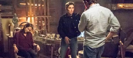 Laureta decide matar Rosa, mas ela é salva por Ícaro e Valentim. (foto reprodução).
