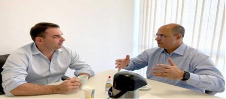 Wilson Witzel e Flávio Bolsonaro combinam ida a Israel para comprar drones que atiram