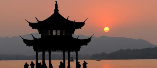 O idioma chinês é composto por sete dialetos.