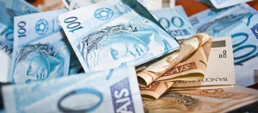 Pagar as contas em dia é um desafio para a maioria dos brasileiros. (foto reprodução).