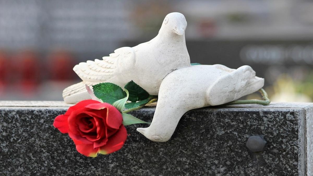 Commemorazione Dei Defunti 5 Frasi Da Dedicare Per Il 2 Novembre A