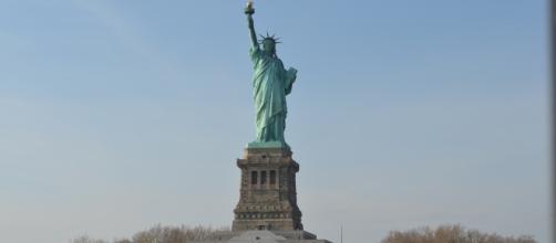 A Estátua da Liberdade atrai turistas do mundo todo.