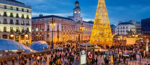 Giant Christmas trees adorn Madrid's public squares. [Image @deals_rose/Twitter]