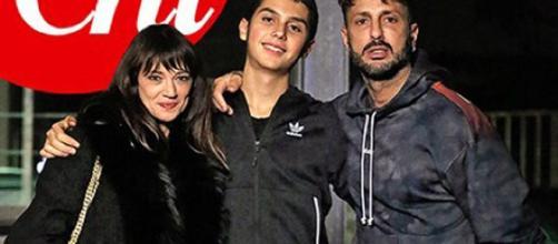 Gossip: Fabrizio Corona presenta il figlio Carlos ad Asia Argento.