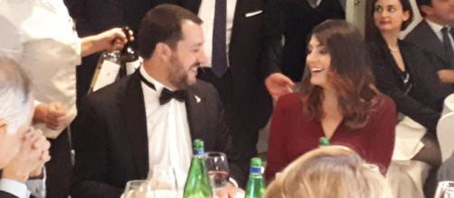 Elisa Isoardi e Matteo Salvini di nuovo insieme allo stesso tavolo, per una cena di gala