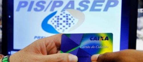 O PIS é sacado na CEF e o PASEP no Banco do Brasil
