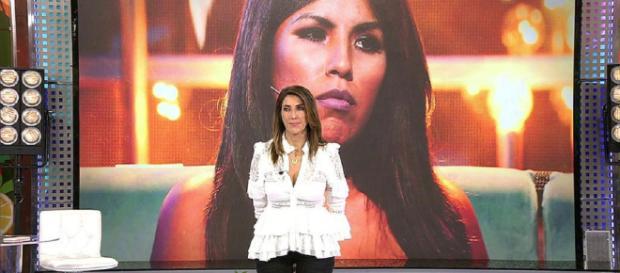 Paz Padilla atiende la llamada de Chabelita. / telecinco.es