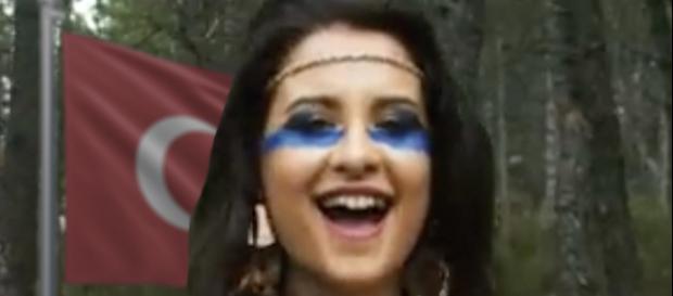 Thalía Garrido, en un fotograma del videoclip. / TWITTER