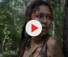 Imagem da Rosita fugindo no início do episódio 9x07
