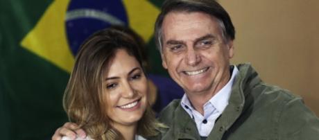 Michelle Bolsonaro com o marido, presidente eleito do Brasil.