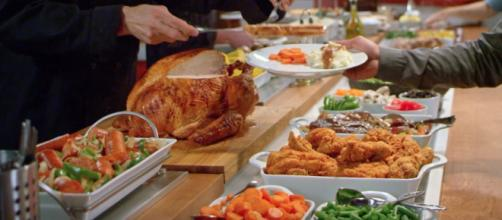 Golden Corral locations will be serving up a great Thanksgiving Day feast for patrons on Thursday! [Image via goldencorral/YouTube]