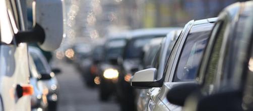 L'esposizione prolungata al rumore del traffico stradale può aumentare il rischio di obesità. (Canva)
