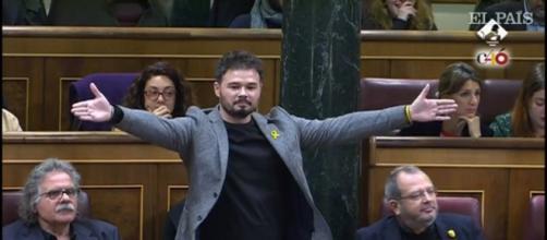 GabrielRufián antes de ser expulsado de la sesión de control en el Congreso de los Diputados