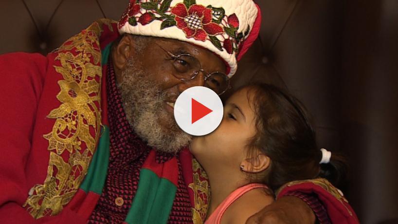 Papai Noel negro faz sucesso na web e em shopping de São José dos Campos/SP