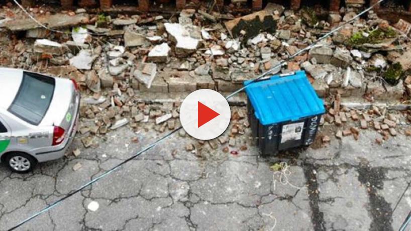 Muro de cemitério desaba em Santos (SP) e caixões ficam expostos