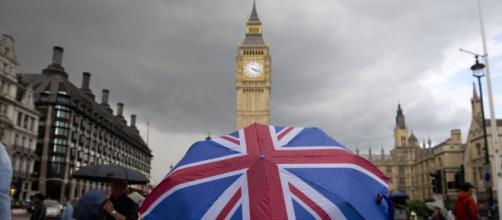 Brexit, il parlamento vota a dicembre: la May propone un dibattito televisivo con Corbyn