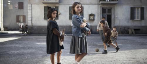 Lila (a sinistra) e Lenù (a destra), le protagoniste della prima puntata de L'Amica geniale