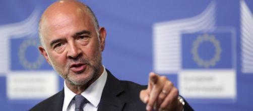 Matteo Salvini lo chiama Babbo Natale e Pierre Moscovici si infuria
