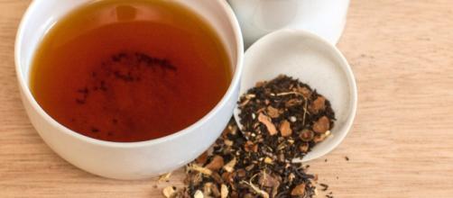 O chá preto tem cor, sabor e aroma intensos, sendo ótimo para se manter acordado. (foto reprodução).