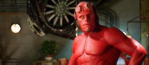O filme Hellboy é baseado nos quadrinhos da editora Dark Horse.