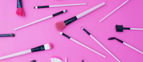A Guide to Makeup Brushes: Everything to Know | StyleCaster - (Image via stylecaster/Youtube)