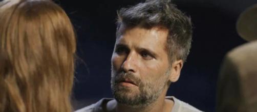 Gabriel revela a Luz que já sabe a razão de ter ido a Serro Azul