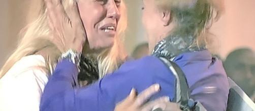 Maria Teresa Ruta e Patrizia Rossetti in lacrime dopo l'annuncio di Costantino della Gherardesca