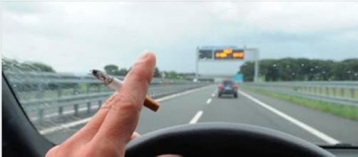"""Stop alla sigaretta e al telefonino alla guida, la proposta: """"Patente sospesa"""" - Internapoli"""