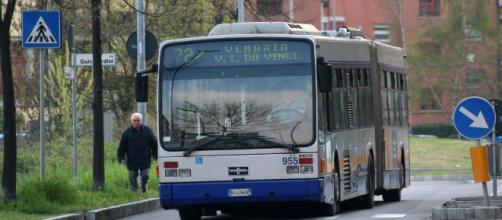 Torino, tornelli sul bus al via la sperimentazione: sale solo chi ha il biglietto