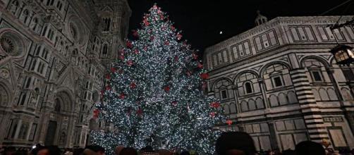 Albero Di Natale 8 Dicembre.Accensione Dell Albero Di Natale A Firenze In Piazza Duomo L