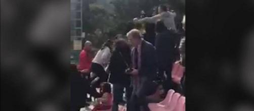 Pelea entre padres en un partido infantil en Murcia. / @AROJIBLANCO9 (TWITTER)
