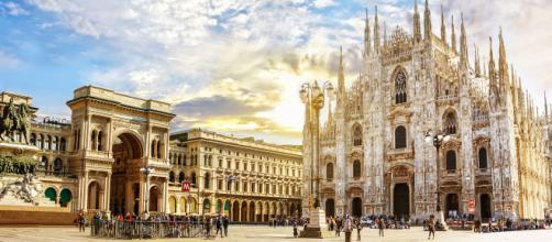 Piazza del Duomo soleggiata, MIano.