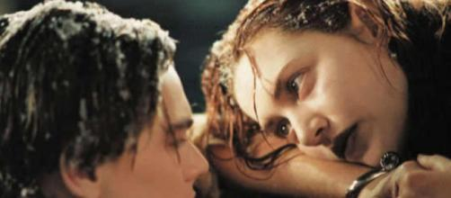 Um dos filmes mais românticos da historia, que retratou uma historia real de amor e que se tornou um caso de amor entre os atores. Titanic, 1996