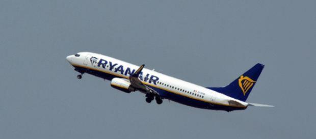 Ryanair, bagaglio a mano rimane a pagamento: la decisione del Tar