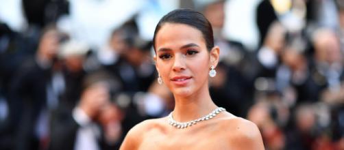 Bruna Marquezine não tem papas na língua em responder algum comentário inadequado