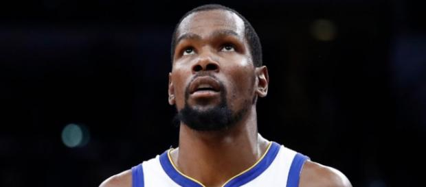 Kevin Durant scored 44 points on Saturday (Nov. 24) to lead Golden State to a second-straight win. [Image via ESPN/YouTube]
