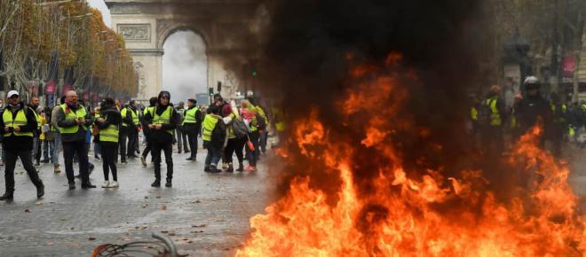Champs-Élysées : les gilets jaunes sous l'œil de l'étranger